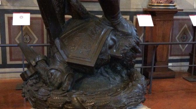 フィレンツェ、3日目、パルジェロ国立美術館、ある英雄の足元